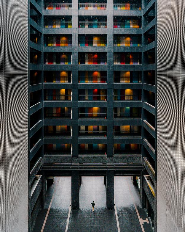"""Gekleurde Deuren - Dit kantoorgebouw in Tokio (Japan) is erg kleurrijk door de gebruikte deuren. Dit gebouw heet """"The Soho"""" en staat op Odai"""