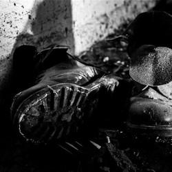 Men moet geen oude schoenen wegwerpen voordat men nieuwe heeft