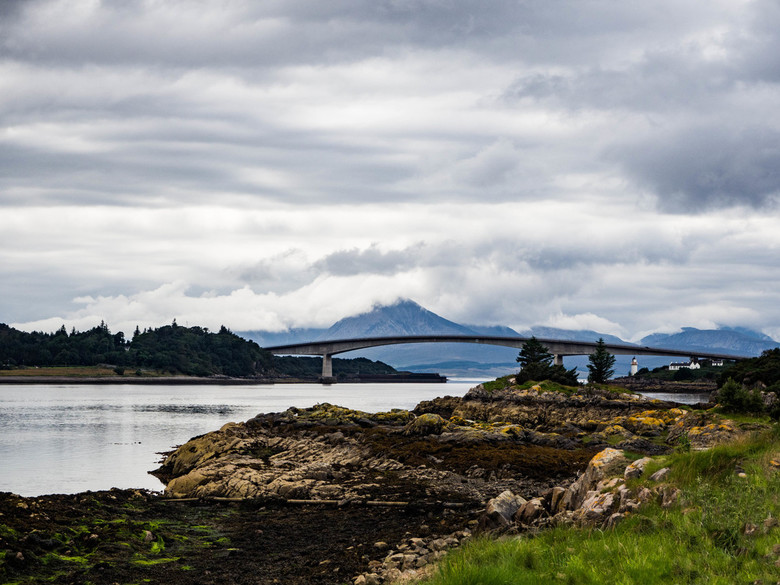 Brug naar Skye - Deze brug is een aantal jaren aangelegd om het eiland Skye aan de westkust van Schotland beter toegankelijk te maken