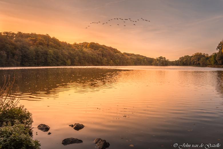 Cranenweyer herfst zonsopkomst vogels - Zonsopkomst in de Cranenweyer te Kerkrade.<br /> <br /> Efix: ISO:100, 17mm, f/11, 1/200 sec.<br /> <br />