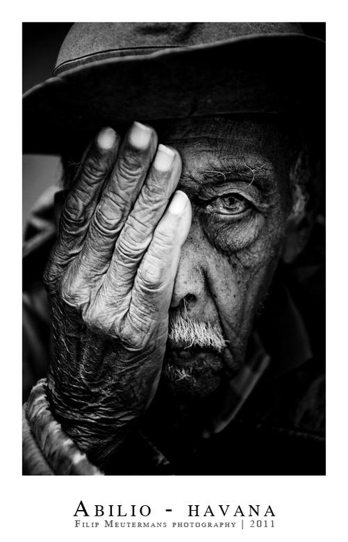 Abilio - Fotografeerde de 96 jarige Abilio in Havana. De man poseerde gewillig voor me.