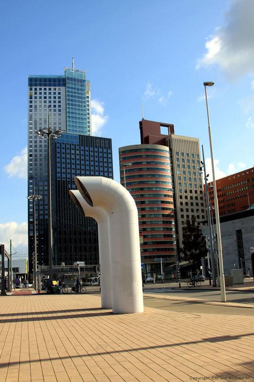 Maastoren 165 meter. - Deze wolkenkrabber met 44<br /> verdiepingen Staat aan de maas in Rotterdam zuid en is de hoogste toren van nederland.