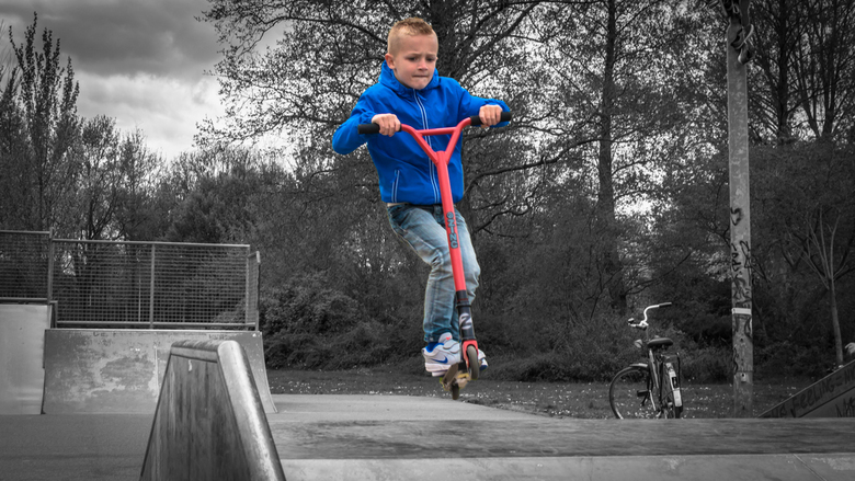 Sportief - Vandaag met mijn zoon en een vriendje naar de skatebaan geweest, waar ze zich uitgeleefd hebben met hun stuntstep. Ben benieuwd wat je van