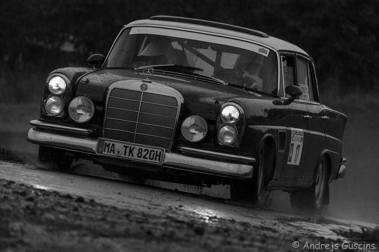 MB - Mercedes 300 SE - 1963 - Gr. 2<br /> <br /> Thomas Kubler (D)<br /> Max Hunzinger (D)<br /> <br /> Eifel Rallye Festival 2016
