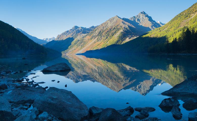 Spiegeltje spiegeltje aan de wand.. - De spiegeling van dit meer was prachtig tijdens de zonsopkomst na een ijzige nacht in zuid Siberië