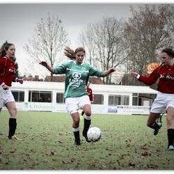 vrouwenvoetbal in herfst