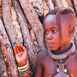 Meisje Himba tribe Kamanjab Namibië