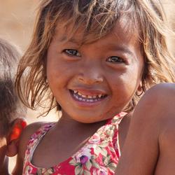 Faces of Cambodja -21- meisje aan de oever