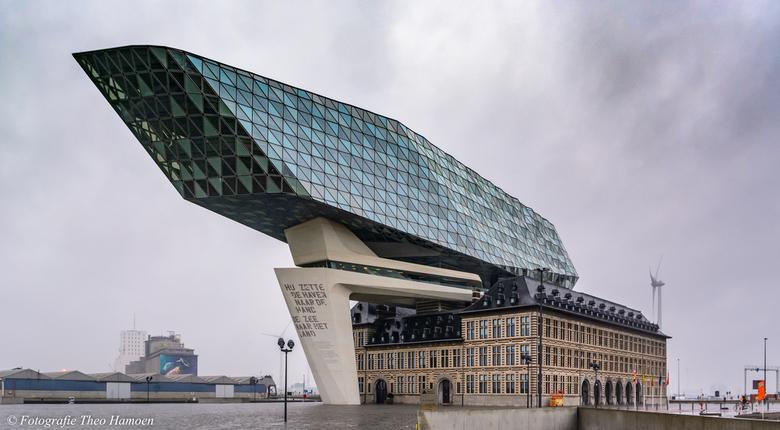 Havengebouw - Regenachtig en grauw....