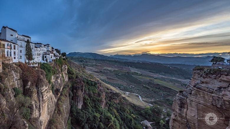 Ronda zonsondergang - Zonsondergang vanaf Puente Nuevo in Ronda, Spanje