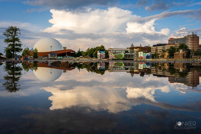 Double trouble  - Het DOT in Groningen, dubbel door de reflectie. Helaas kan deze foto niet meer gemaakt worden aangezien op deze plek nu huizen worde