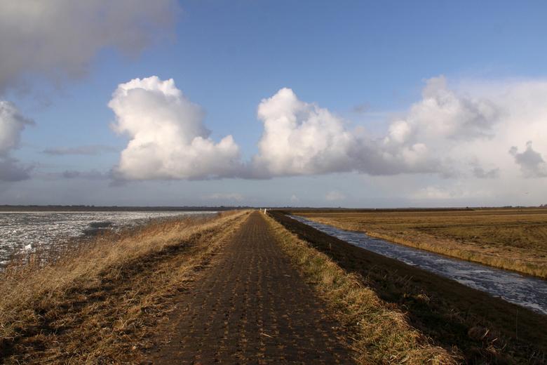 Marken - Zondag een wandeling gemaakt op Marken. Veel wind, maar ook regen, sneeuw, hagel en zon!