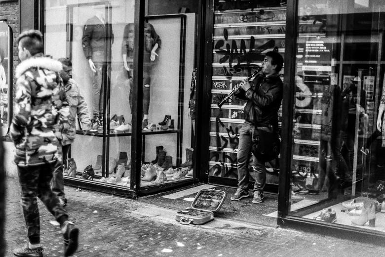 Straatmuzikant in Amersfoort (analoge camera)