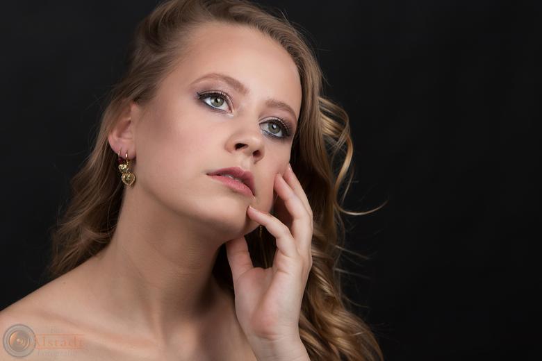 Thinking about... - Model: Marthe<br /> MUAH: Mylene