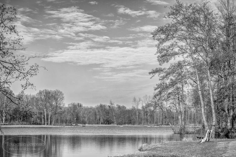 Grote Melanen in Halsteren - Het meer Grote Melanen ligt in een prachtig natuurgebied De Melanen in het mooie Brabantse Halsteren.<br /> <br /> Naas