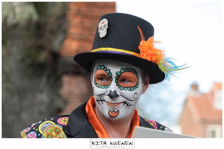 Carnaval in town - Foto is genomen tijdens de carnavalsoptocht in het dorpje Oostrum (gemeente Venray)