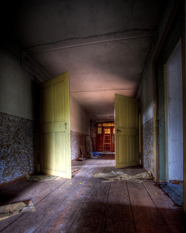 Verlaten huis DDR 1 - Op 17-9-2010 hebben Jos en ik een bezoek gebracht aan dit verlaten huis<br /> <br /> Het is een hdr foto<br /> <br /> Kijk o