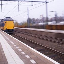 Trein raast voorbij