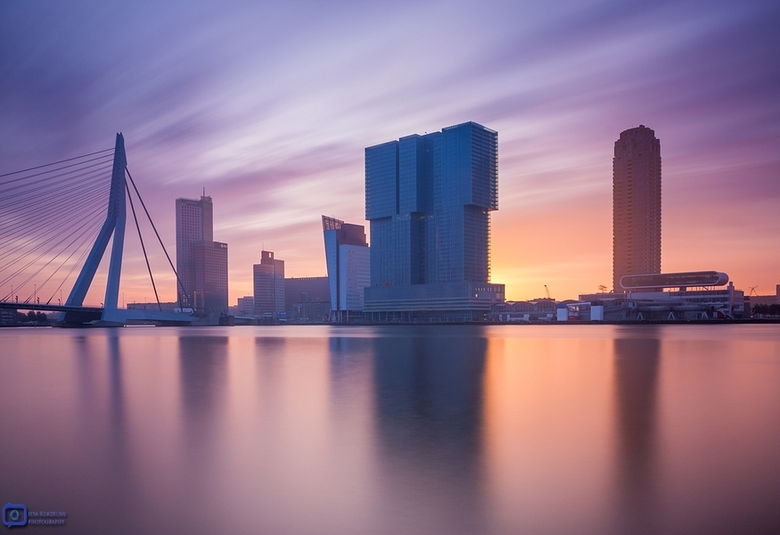 Good morning Rotterdam - Mijn B&amp;W ND110 stop grijsfilter trekt lekker veel kleur bij deze zonsopkomst in Rotterdam.<br />