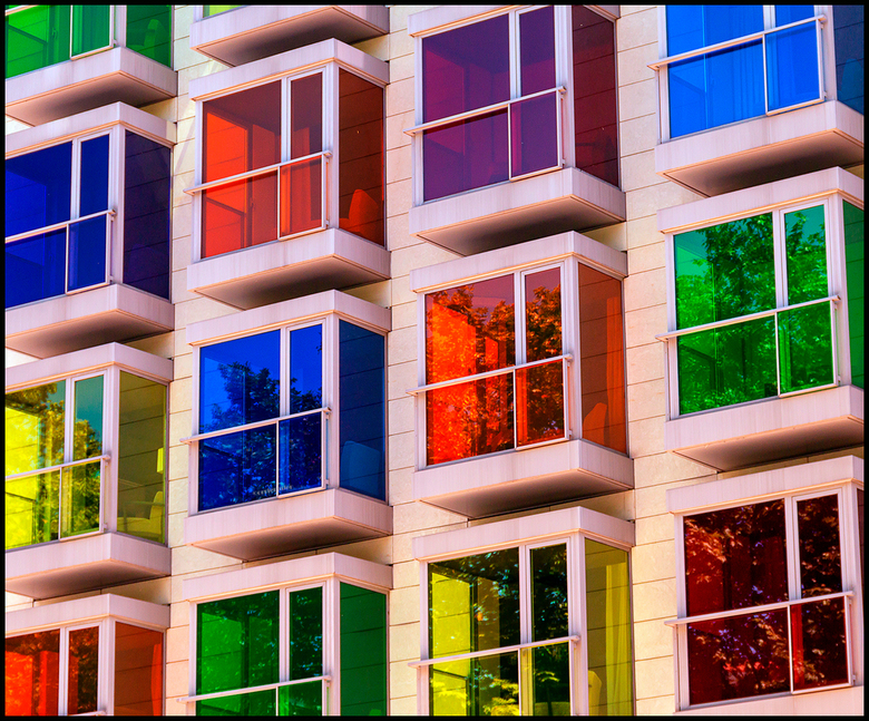 kleurige vensters -