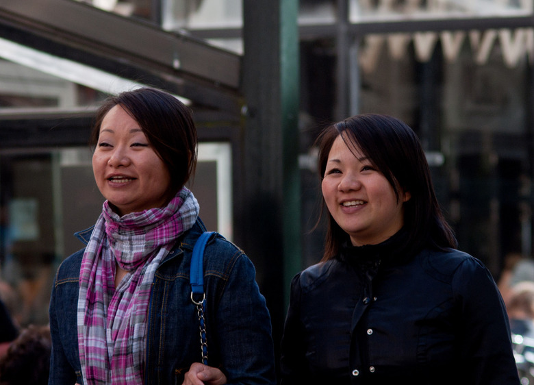 """Asian girls laugh more - Aziaten lachen meer,dat bewijzen deze dames maar weer eens <img  src=""""/images/smileys/smile.png""""/>"""