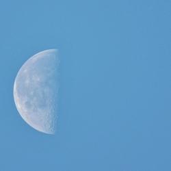 Maan overdag
