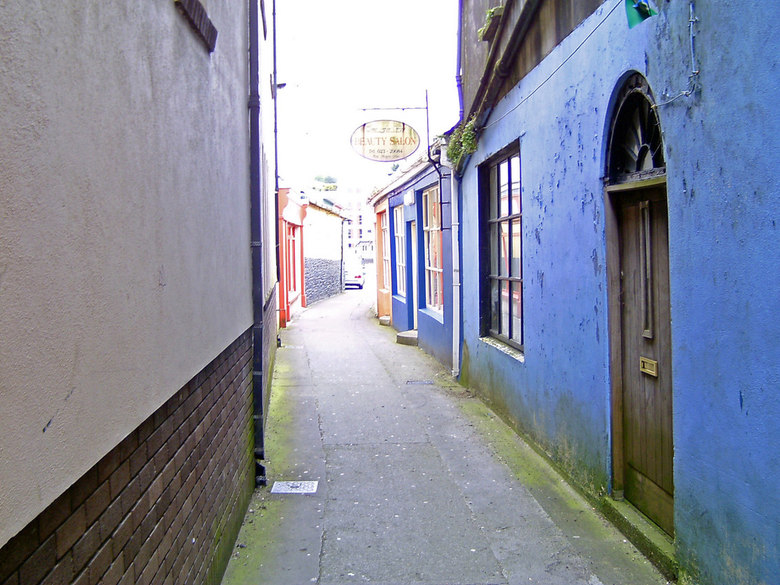 Alley Bandon - An old alley in Bandon