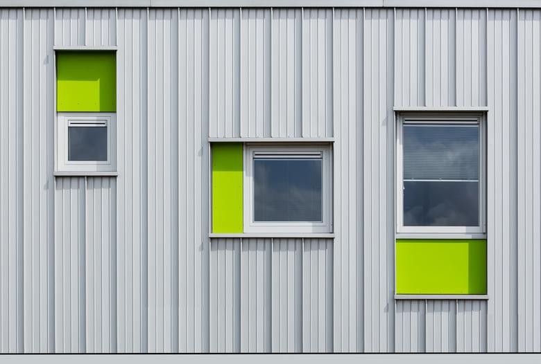 Sunny Green........ - Abstracte architectuur,bij mooi weer komen de kleuren beter uit.<br /> Dank jullie wel voor de heel mooie reacties bij de silo