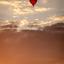 Luchtballon in de avondzon