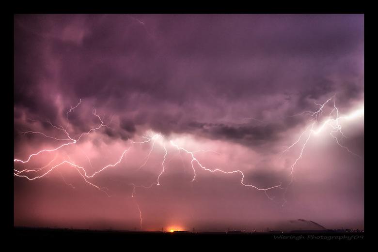 thunderstorm close - had deze foto al eerder ge-upload, nu weer gedaan voor de Zoom wedstrijd, want daar vind ik mijn foto niet in terug....dus dan ma
