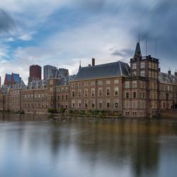Donkere wolken boven Binnenhof