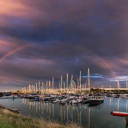 Regenboog boven de haven...