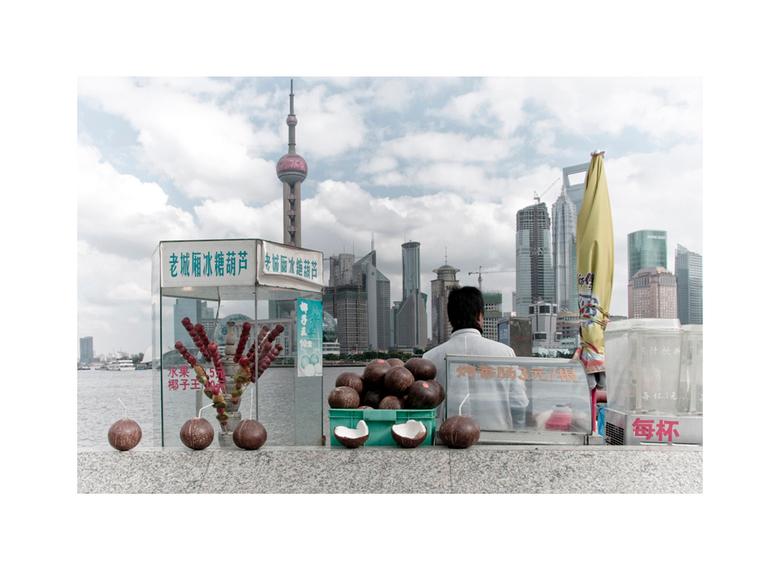 Shanghai 2 - De tweede uit de serie.<br /> <br /> Bron: Wikipedia<br /> <br /> De Bund is een 1,5 km lange oeverpromenade langs de Huangpu in de C