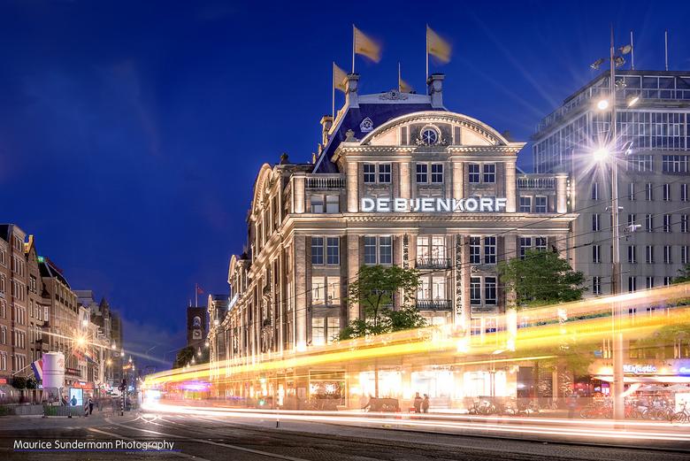 De Dam in Amsterdam - De Dam in Amsterdam. Een HDR van 4 foto's +1 foto voor de tram. Samengevoegd en bewerkt in Photoshop en Lightroom.