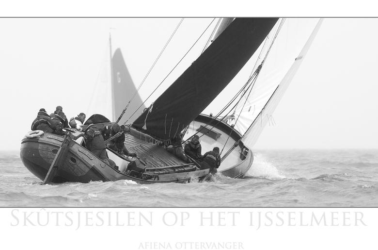 Skutsjesilen - Dit jaar de kans gehad om op een &quot;rondvaartboot&quot; het Skutsjesilen op het Ijselmeer van dichtbij mee te maken.<br /> Jammer g