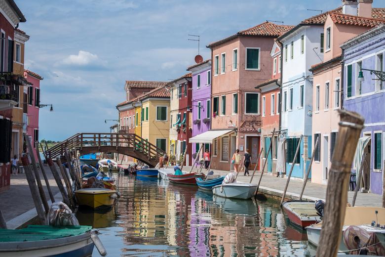 Kleurrijk Burano 01 - Zo grijs als Venetië is zo kleurrijk is Burano