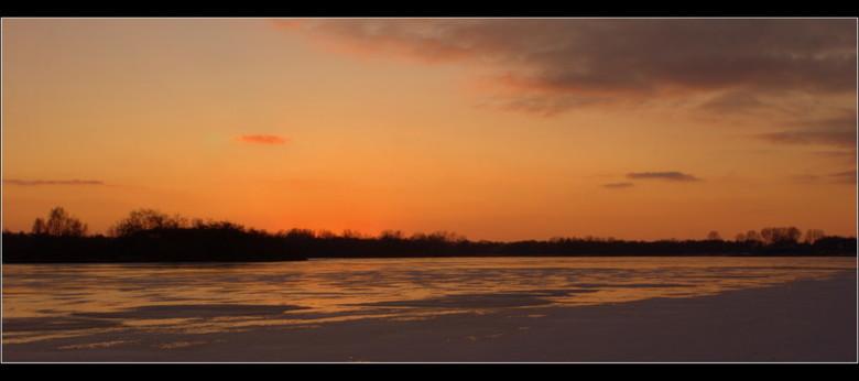 1 januari 2010... - Nieuwjaarsdag in Groningen bij het Hoornse meer. Mooie afsluiter van een zonnige eerste dag van het nieuwe jaar.