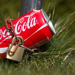Coke geketend
