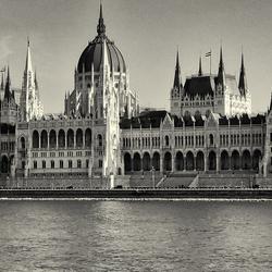 Parlementsgebouw_Budapest_ZW