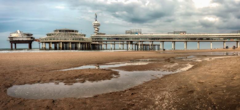 Scheveningen Pier - De Scheveningse Pier is een pier in de Noordzee bij Scheveningen. Het in 1961 geopende gebouw, dat in de plaats kwam voor de oude