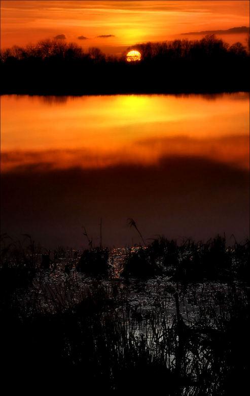 Lage Land 3 - zonsondergang in het Lage Land bij Woudbloem