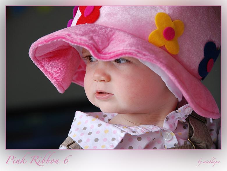 Pink Ribbon 6 - Deze jongedame, toevallig mijn kleindochter, wil graag via dit portret met haar favoriete hoed, haar steun toezeggen aan de roze actie