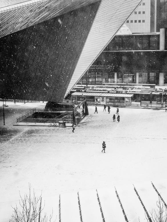 Eerste sneeuw van 2019 - Rotterdam Centraal tijdens de eerste sneeuwbui van het nieuwe jaar