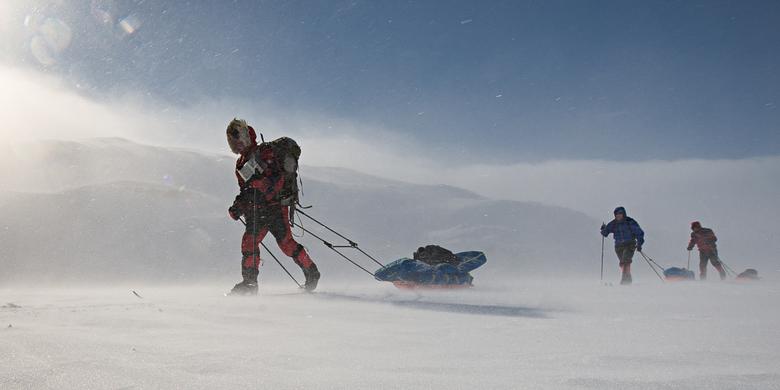 Poolwind - Tijdens een trekking op sneeuwschoenen in Noorwegen kwamen we deze groep Noren op ski's tegen.