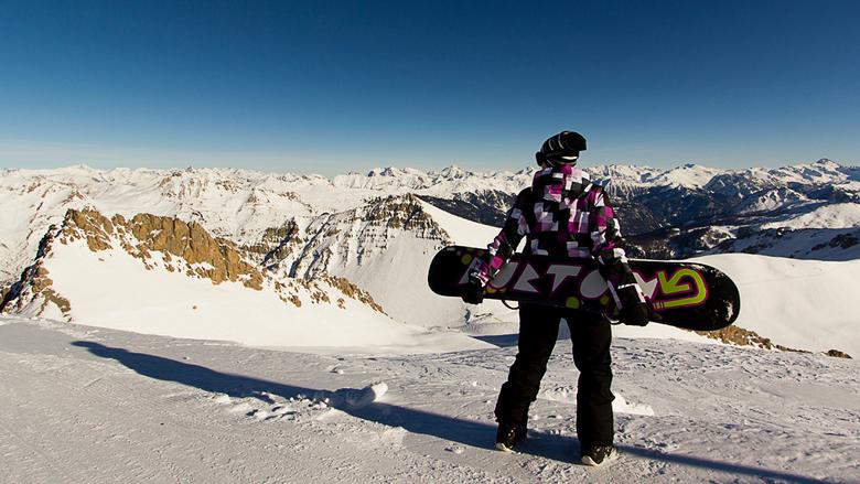 Snowboard portret - Portret van snowboarder met landschap