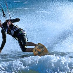Kitesurf Arie maakt een bocht