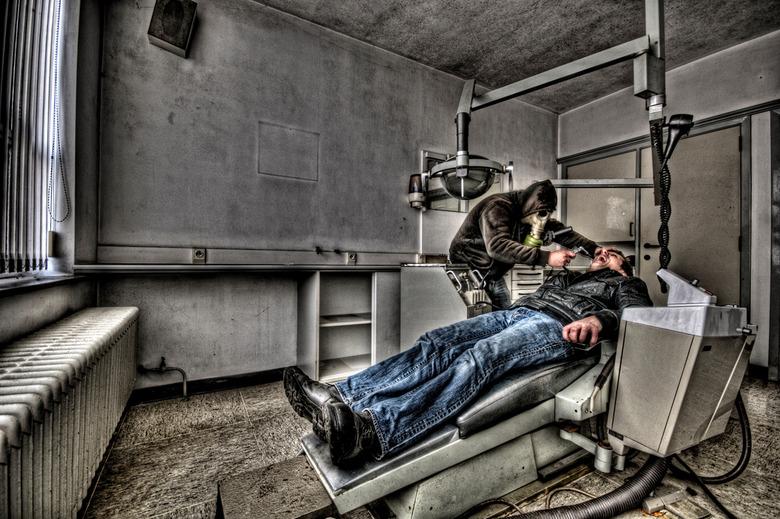 Are you afraid of the Dentist?!? - Foto gemaakt in een verlaten tandartsenpraktijk ergens in België