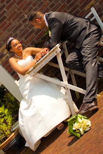 Adhir en Anjaana 3 - Nog een foto uit de bruidsreportage van 29-04-2009. Ik heb hier bewust gekozen om de camera schuin te houden zodat de lijnen van
