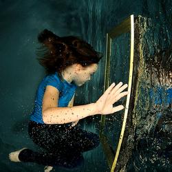 Arwen in underwater Wonderland
