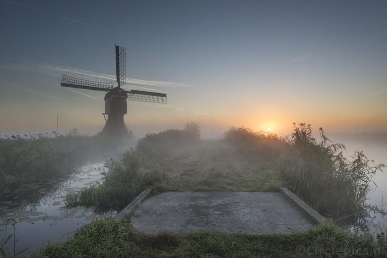 Hollandse ochtend - Afgelopen weekend beloofden de weersvoorspellingen heldere, koude nachten en dus kans op ochtendmist. Zondag de wekker dus vroeg g